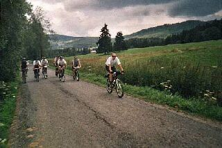 Cyklisti na šumavské cestě